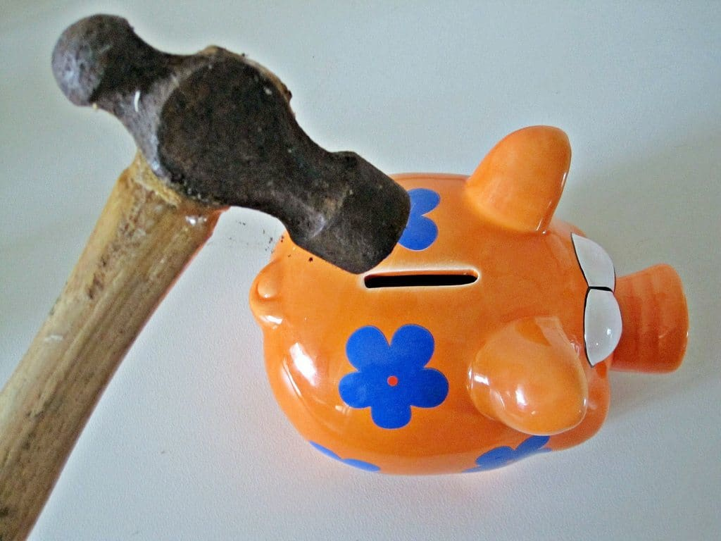 Payday Loans Direct Lenders hammer piggy bank